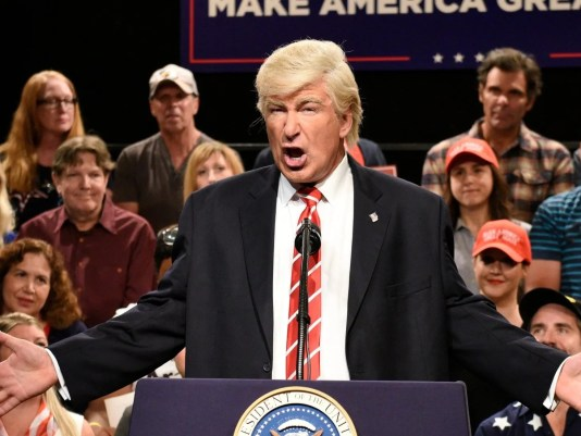 17fbdd37 e582 4394 92cf 3764f88156d1 XXX Alec Baldwin 1 - Alec Baldwin President Trump opens SNL with Evita parody
