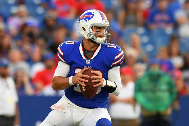 Raiders land QB AJ McCarron in trade with Bills