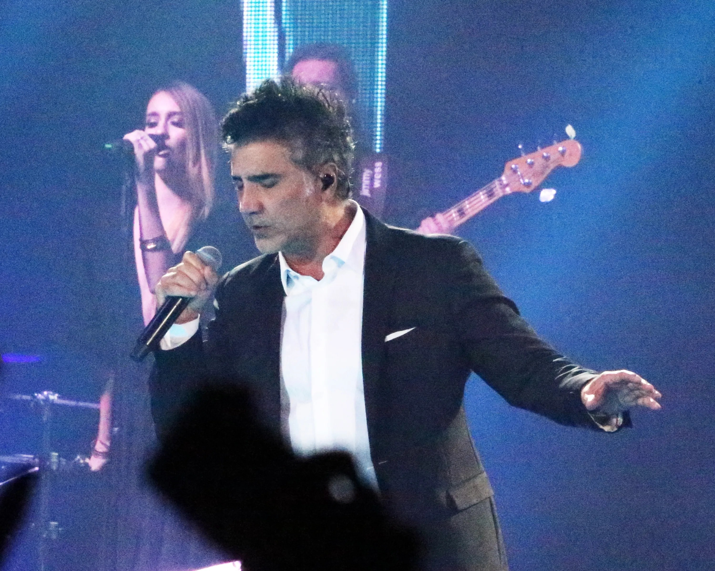 Latin Singer Alejandro Fernández To Bring World Tour To El