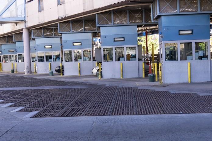 Customs officers shut down indefinitely Nogales border crossing