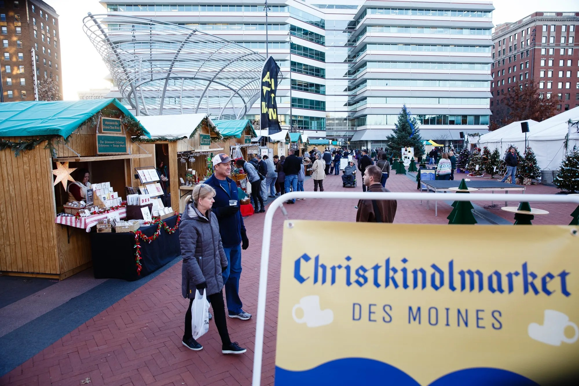 8 Des Moines Holiday Markets That Offer Unique One Of A