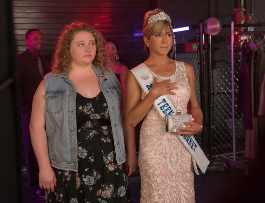 Willowdean (Danielle Macdonald) and her beauty queen mother, Rosie (Jennifer Aniston), have a challenging relationship in