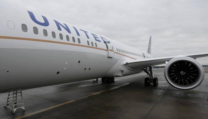 Xxx United Airlines Dec 3194 Jpg A F Usa Wa