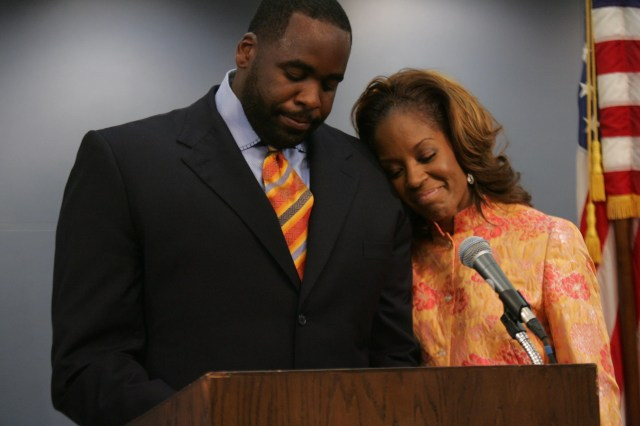 Carlita Kilpatrick joins her husband Detroit Mayor Kwame Kilpatrick as he speaks for the first time publicly after pleading guilty to two felonies.