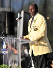 Emmitt Thomas gives an induction speech at the 2008 Pro Football Hall of Fame comprehensive ceremony.