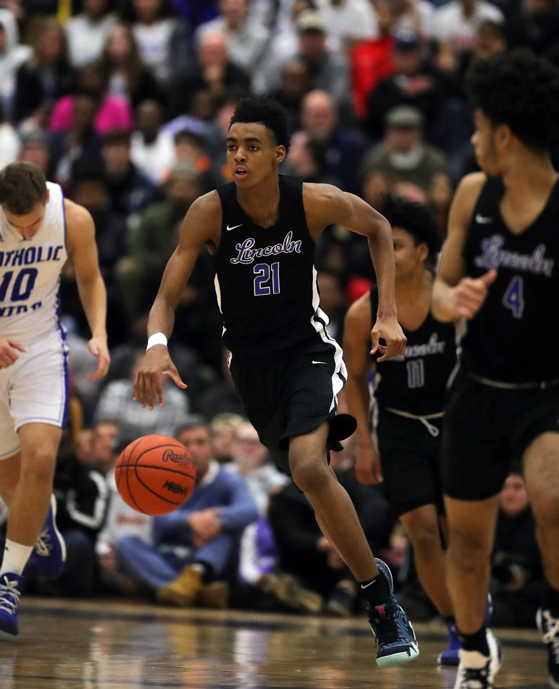 Michigan Basketball Offers Scholarship To Phenom Emoni Bates