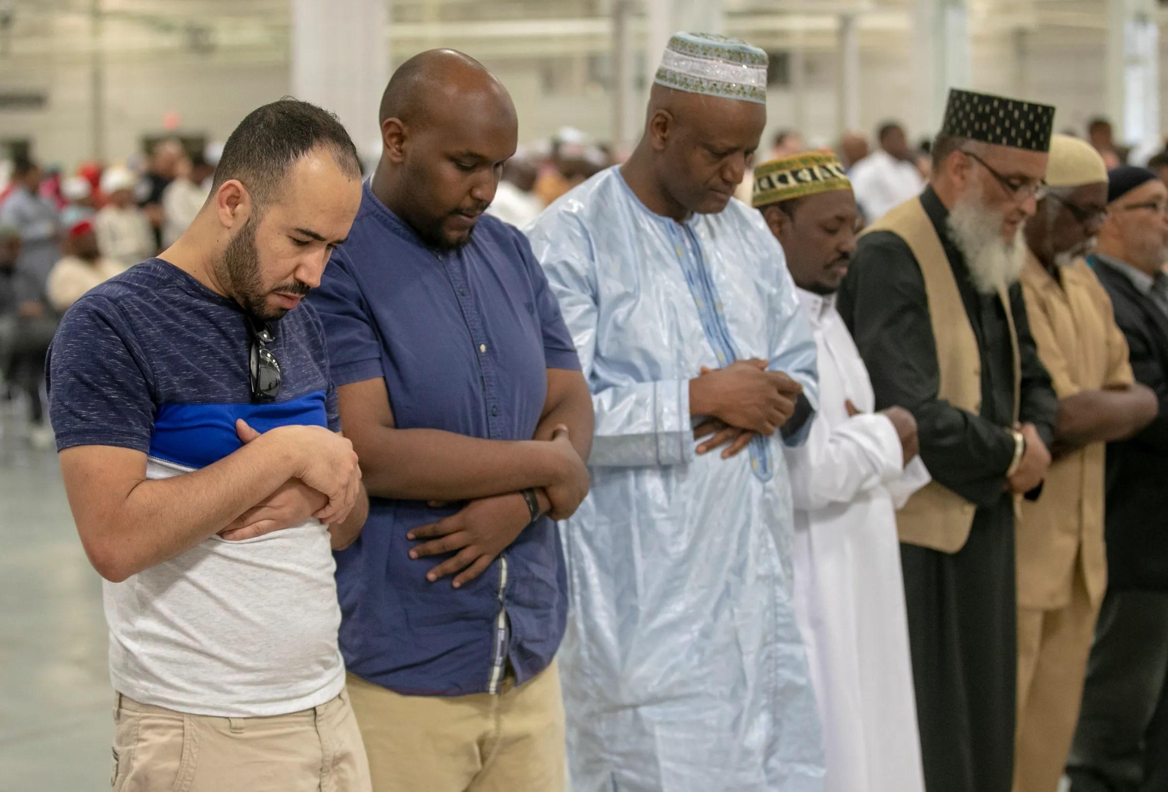 Indianapolis Muslims Celebrate Eid Al Fitr The End Of Ramadan