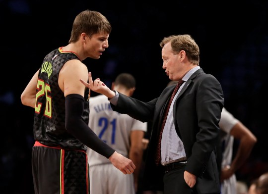 Mike Budenholzer and Kyle Korver, then of the Atlanta Hawks, talk during a game in 2015.