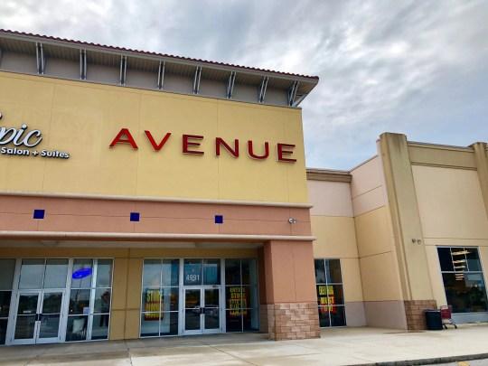 Todas las tiendas de Avenue están cerrando y las ventas de liquidación están en marcha.