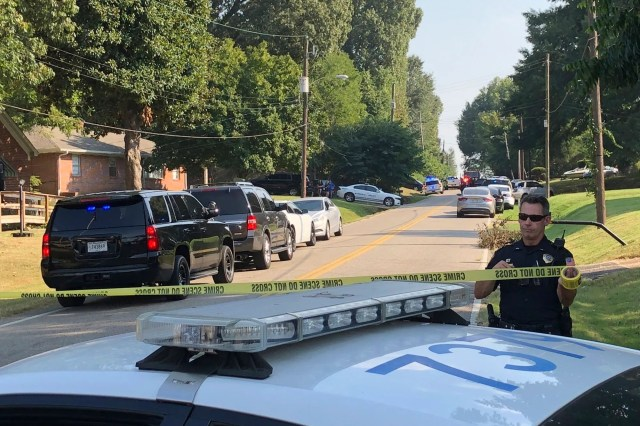 6fddf922-648f-4d69-8f91-ee4e210d6930-AP_Tennessee_Officer_Shooting Two deputies injured, suspect killed in Tennessee shooting