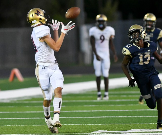 3b7d7bf4-6a26-413b-baff-afd867c3c958-crb092019_fball_47_ Highlights from Eau Gallie at Holy Trinity football
