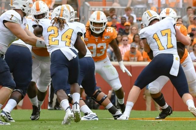Tennessee dismisses linebacker Jeremy Banks after his arrest last month