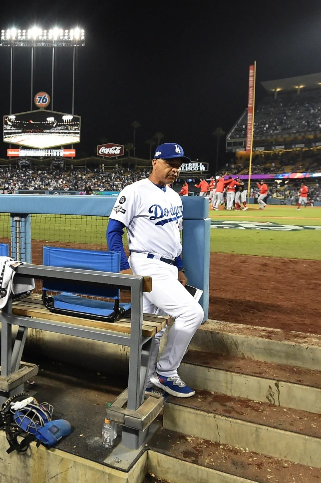 Opinion: Dodgers' best hasn't been good enough, so manager Dave Roberts must go