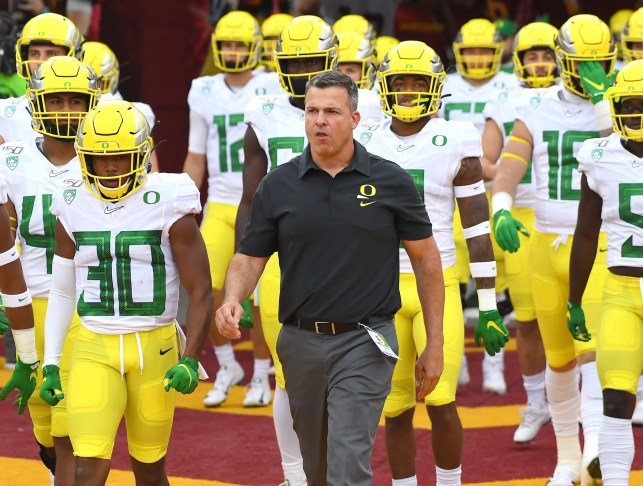 Opinion: Oregon's success looming issue for College Football Playoff selection committee