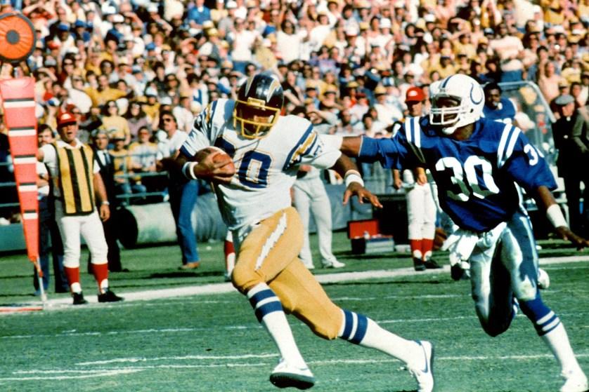 NFL: Elder Kellen Winslow claims brain trauma from football