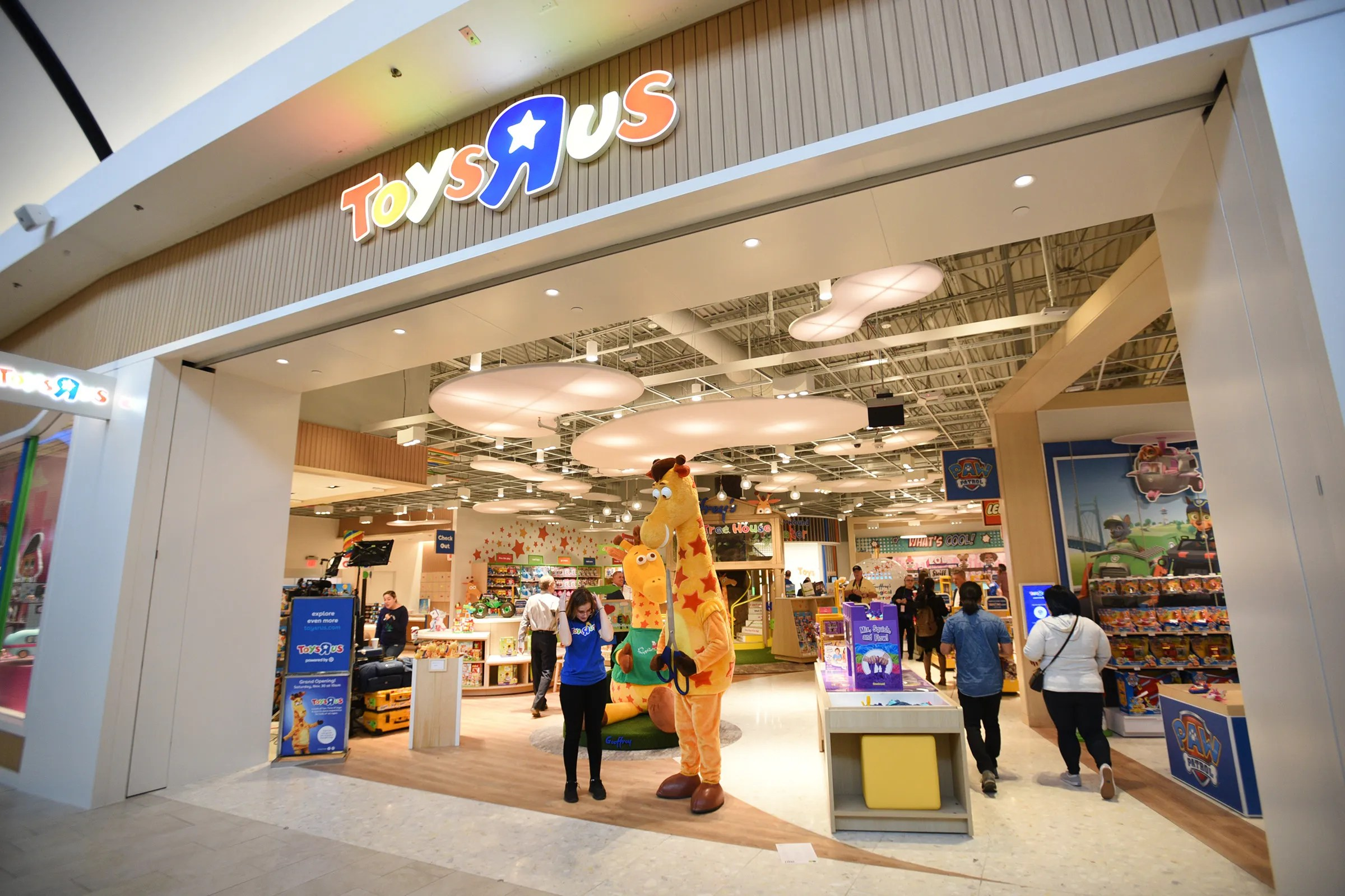 New Toys R Us First New U S Store Now Open In Garden