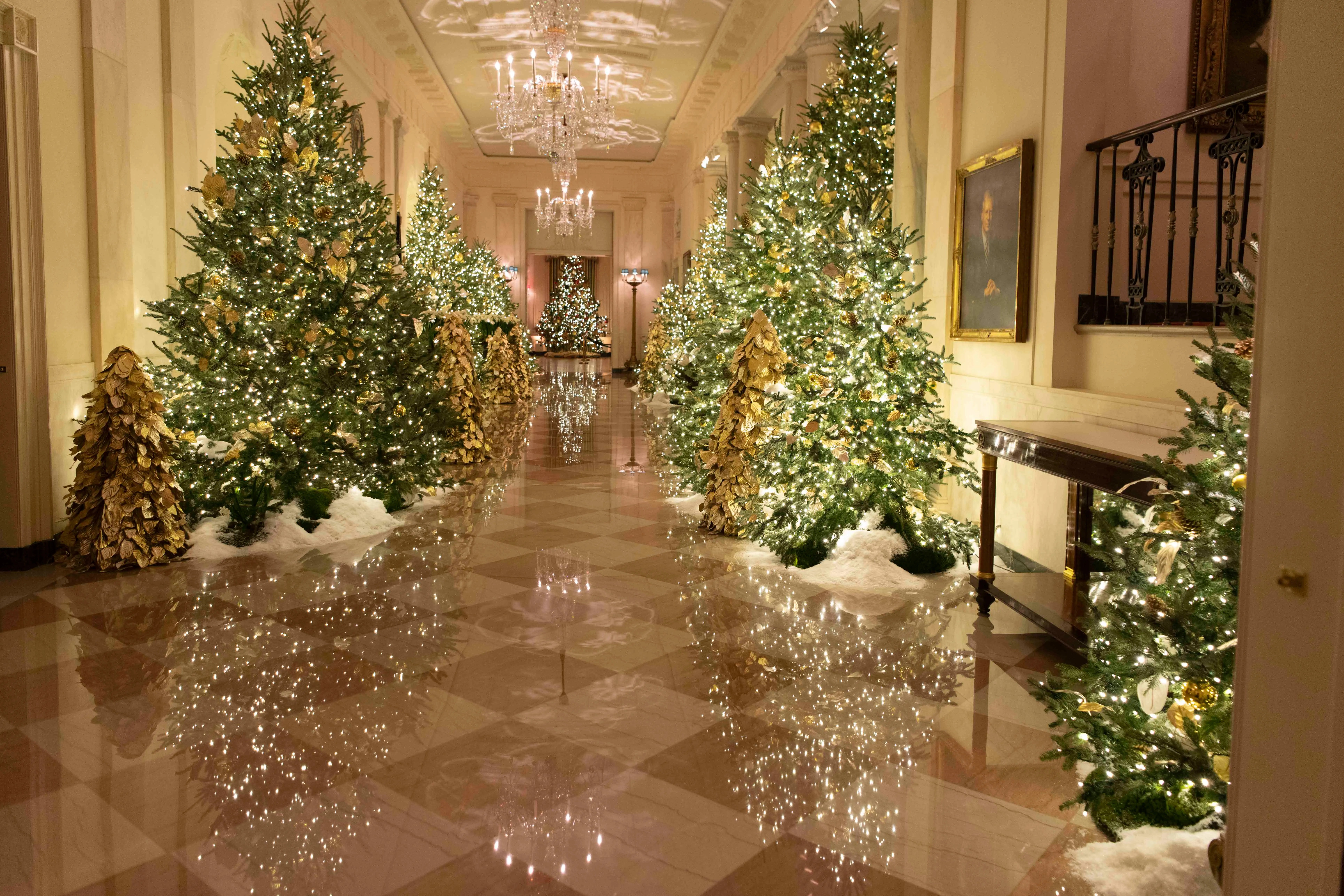 White House Christmas 2019 See Melania Trump S Holiday Decorations