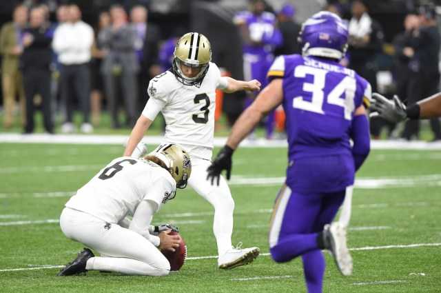 Saints kicker Wil Lutz sends the game to overtime with a field goal.