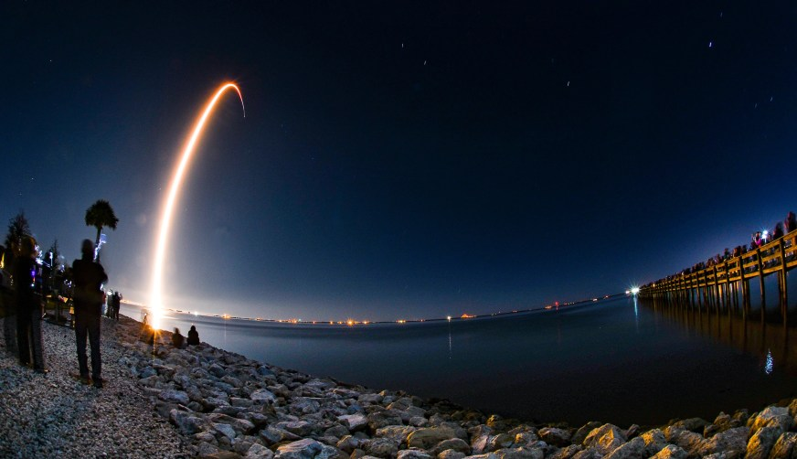 SpaceX vaults Falcon 9 with 60 more Starlink internet ...