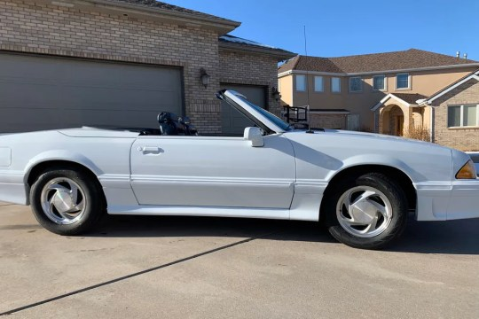 In 1989, only 289 cars of the Ford Mustang ASC / McLaren customization were produced, including this convertible.