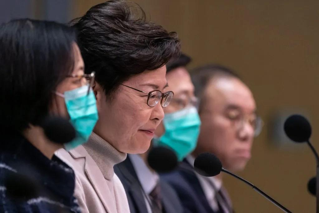 China abre hospital para coronavirus, calma los mercados