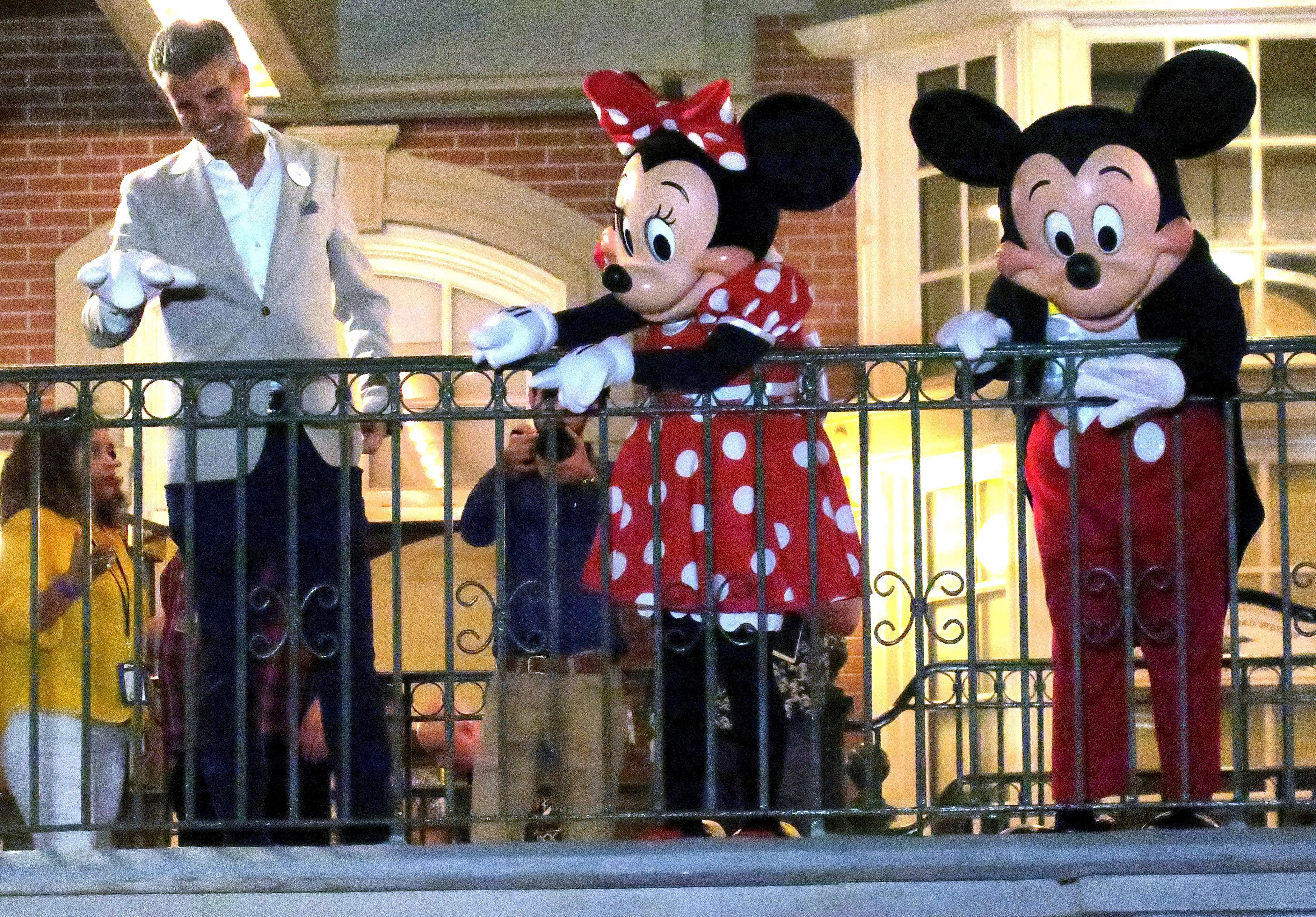 Coronavirus: Disney World officially closes after drawing big crowds