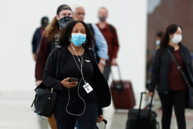 b6dfffbe-710b-4b5c-b4d6-81fe64b7eeb1-AP_Virus_Outbreak_Colorado1 Spirit will require passengers to wear face masks amid pandemic; 3 airlines mandate them Monday