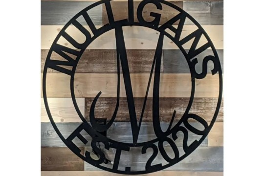 John and Dawn Witte are planning to reopen the Vandegrift golf course and its bar club, now called Mulligans, on June 1st.