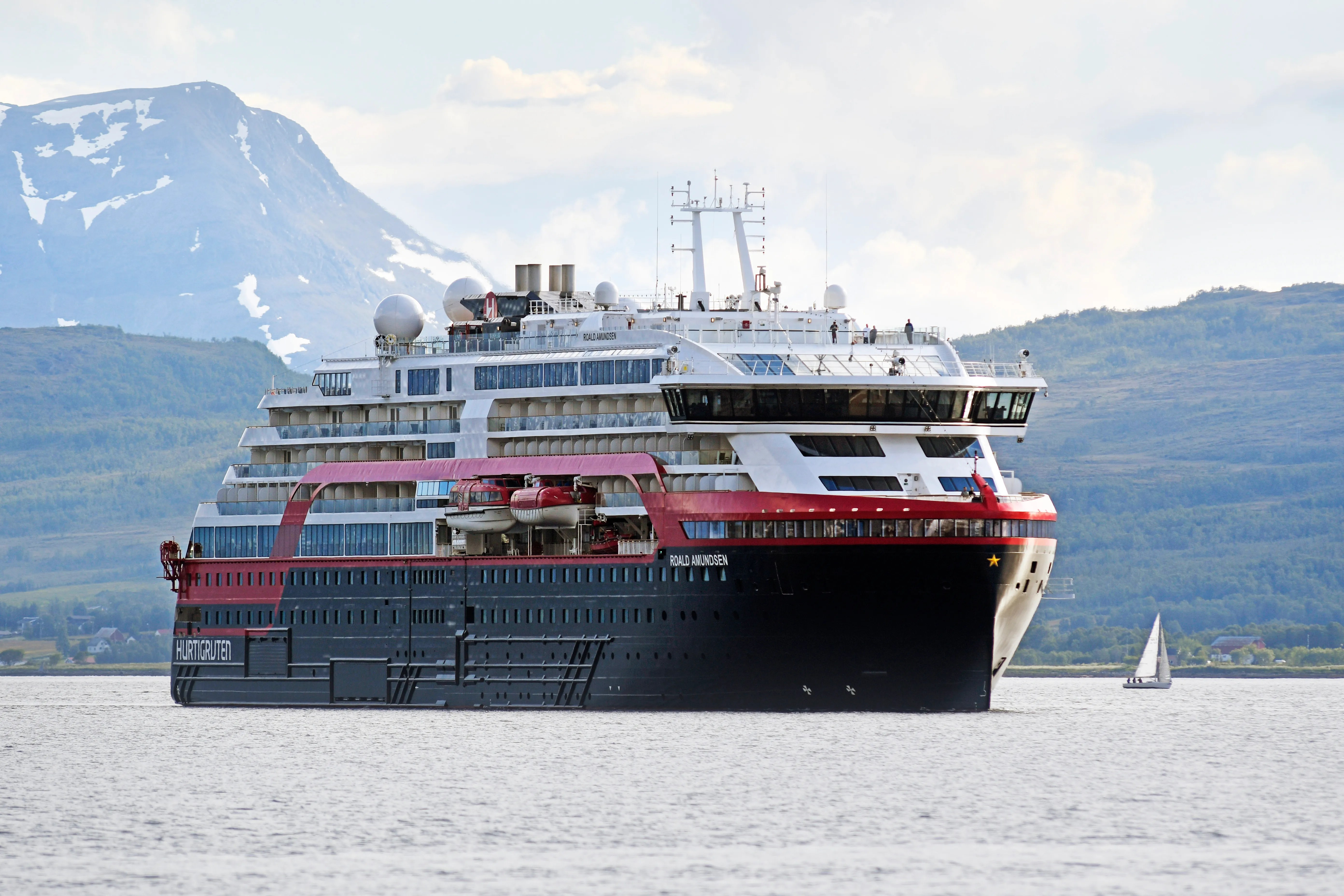 Hurtigruten Cruise Line 36 Crew Infected With Covid 19 In Norway