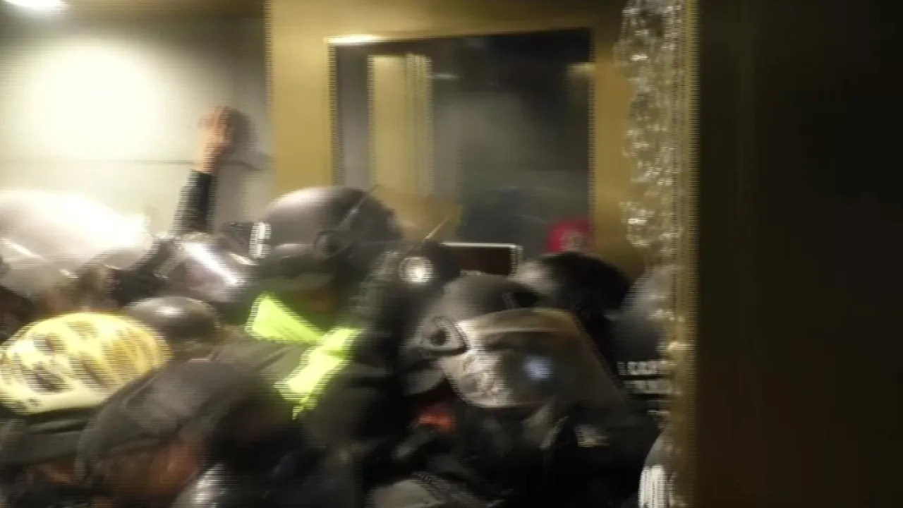 55645718 10df 49c2 a87b 49e91f3c4bc4 VPC CAP OFFICER desk 'We needed more support': Capitol Police officer speaks out on leadership letdowns, lack of planning before insurrection