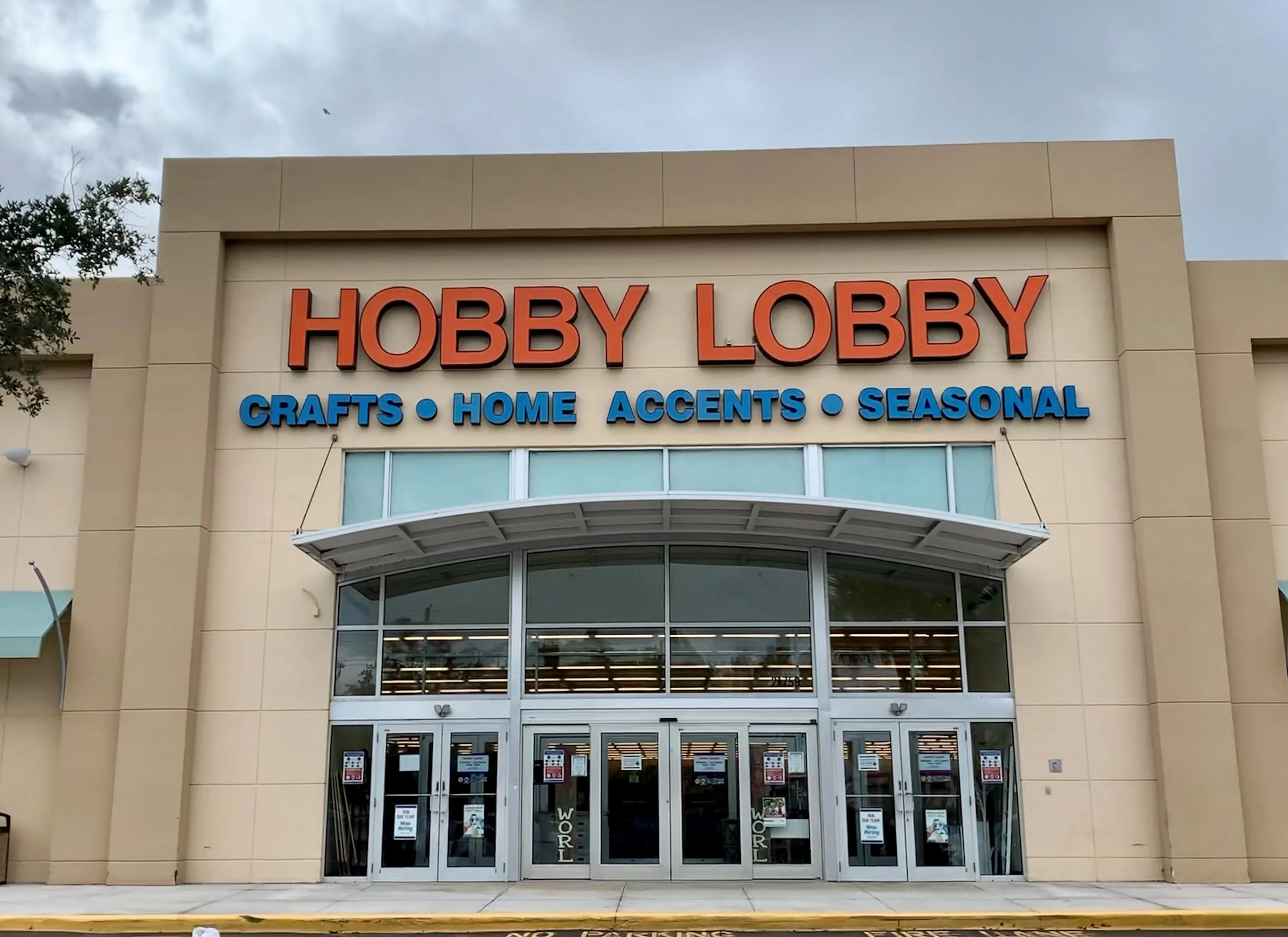 ee6ff8e7 4d70 46cf a615 35e72c82d34d Hobby Lobby Free food for Super Bowl LV: Here's where to get free wings, pizza deals and free delivery
