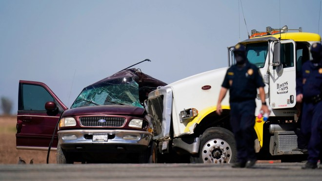 abb137dc 6026 4e94 a375 0a7f6400efcd 001 AP California Highway Crash