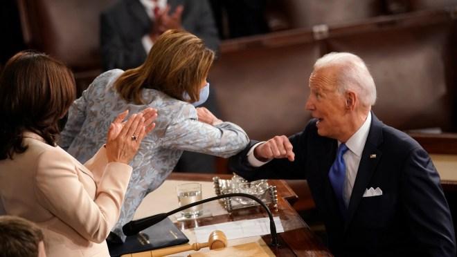 c00ab892 7369 4696 931f b70192bcc324 GTY 1232584825 Susan Wright, congressman's widow, makes US House runoff in Texas