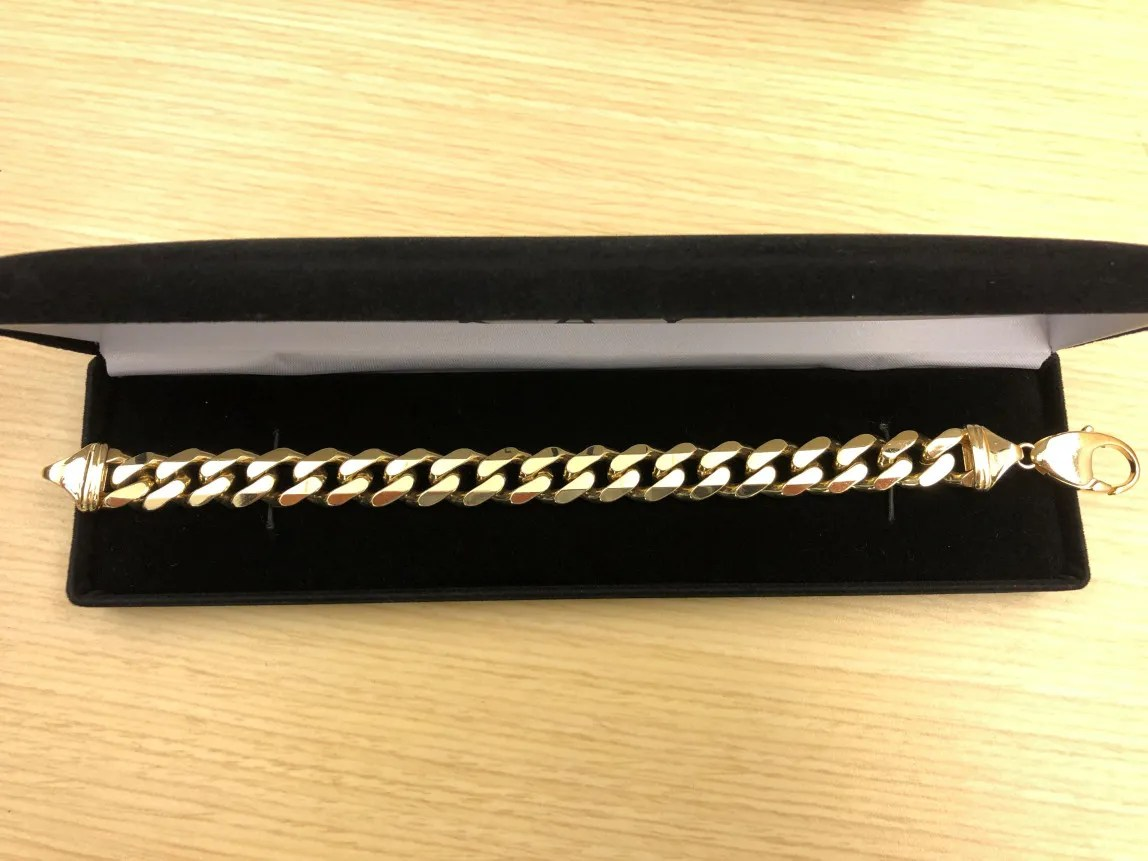 Detectives allegethe pair also bought a $6,400 gold bracelet with the bogus IDs.