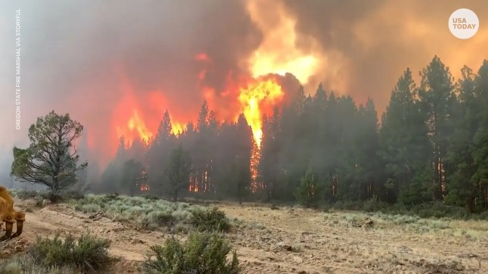 Kaliforniya'da bir orman yangınına karşı verilen mücadeleye bir itfaiye treni katıldı.