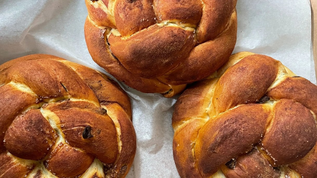 Round challah loaves are eaten specifically for Rosh Hashanah to represent the idea of continuity and the wheel of the seasons.