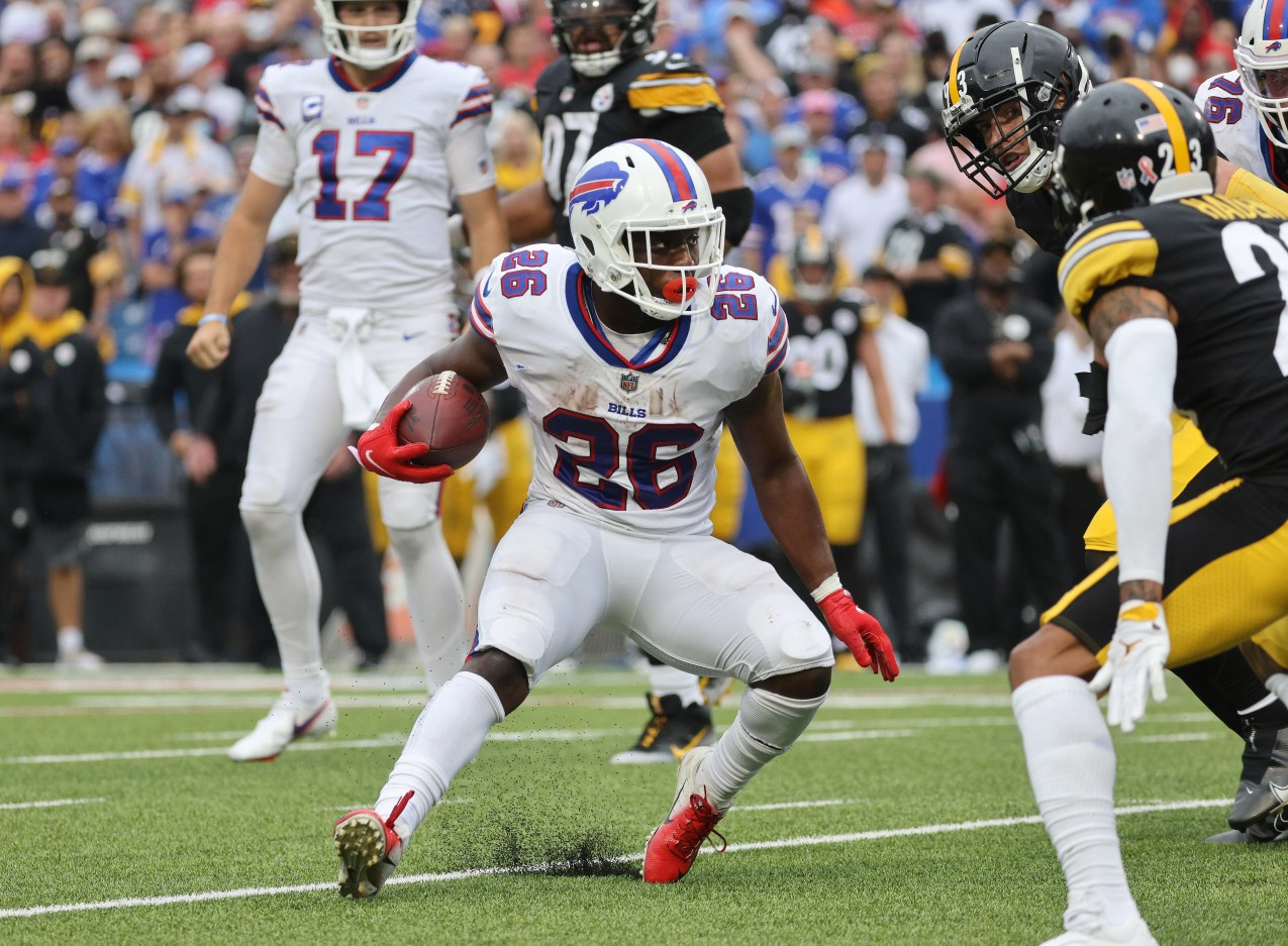 Bills running back Devin Singletary cuts back against the Steelers.  Singletary rushed for 72-yards.