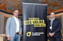 Thomas Kraupe-links-Direktor Planetarium-und-GF Michael Jenke