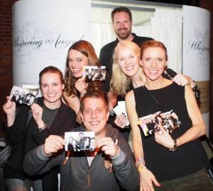 Viel Spaß an der Fotobox - Brücken für Kinder Charity Gala in der Fischauktionshalle hatte auch das RTL NORD-Team Foto: ganz-hamburg.de