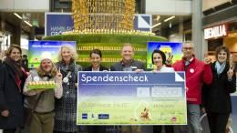 Spendenscheckübergabe Hamburgs größter Osterhase