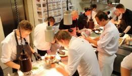 Köche in der Küche des Kieler Kaufmann