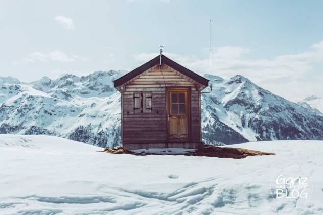 Skihütte in den Bergen