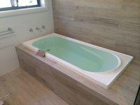 bathtub built in