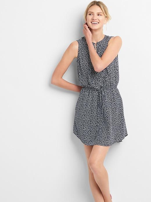 gap-sleeveless-tie-waist-shirtdress