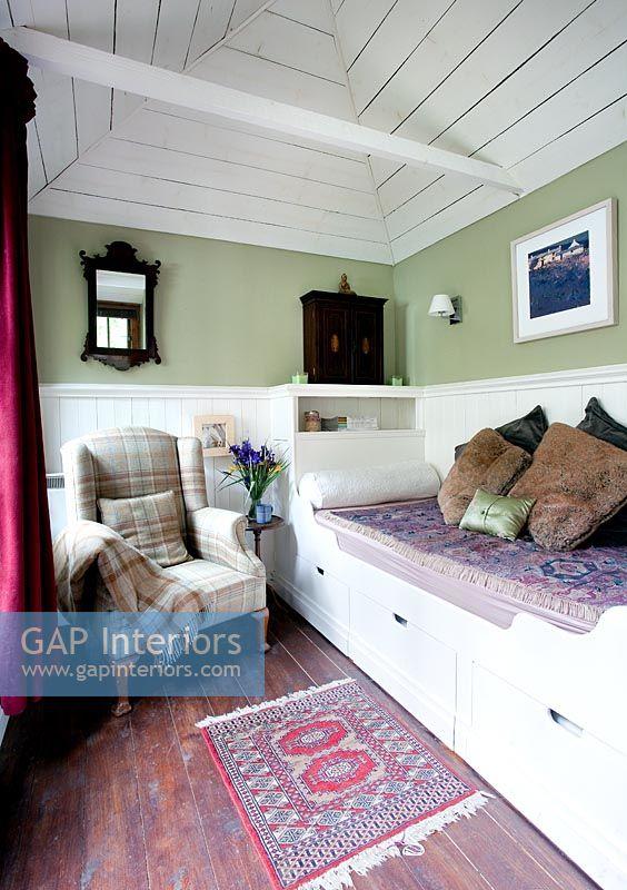 GAP Interiors  Classic summer house interior  Image No
