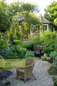 GAP Gardens - Seating area in small contemporary cottage ...
