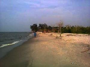 pantai pasir putih pantai cermin-3