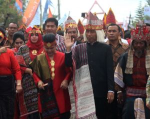 Foto:  Presiden Jokowi saat Karnaval Kemerdekaan Danau Toba. (ist)