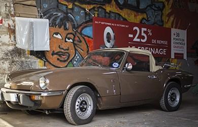 voiture de collection Trimph Spitfire en réparation au garage à Quimper