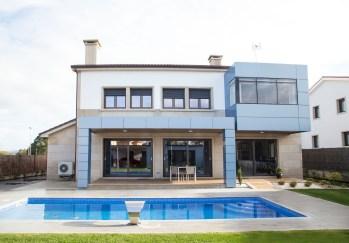 Construcción de Vivienda unifamiliar con piscina